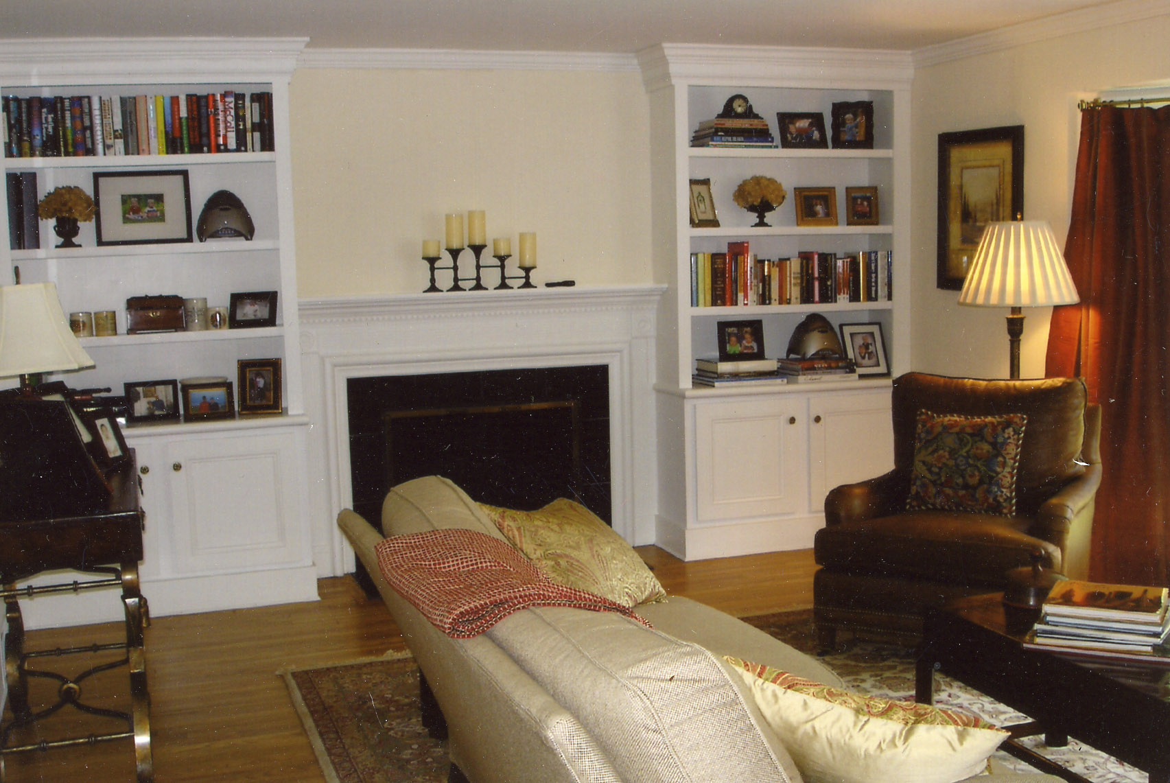 colonial home decor dream house experience. Black Bedroom Furniture Sets. Home Design Ideas