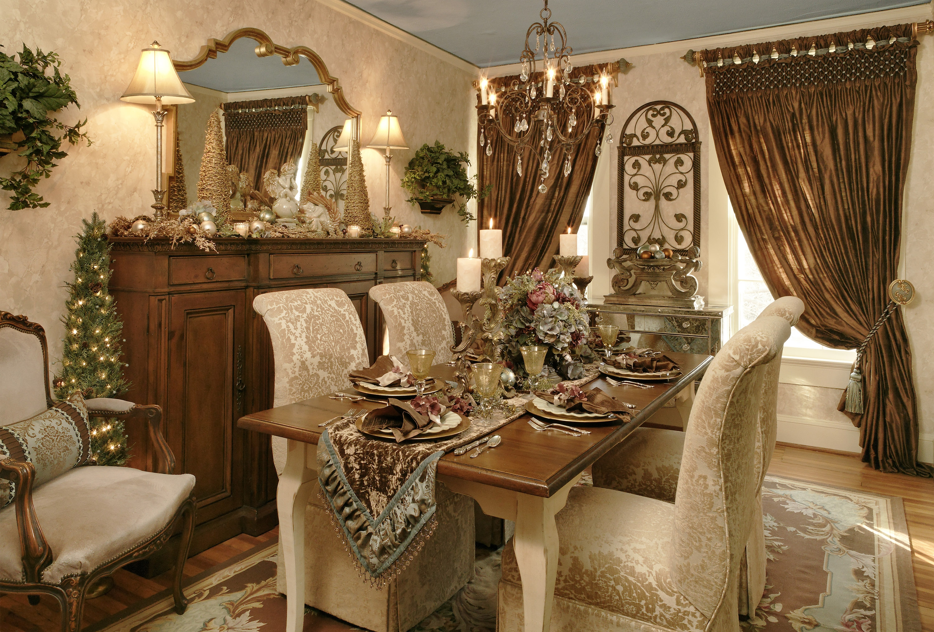 Decorate your henderson home for christmas with elegant for Traditional dining room decorating photos